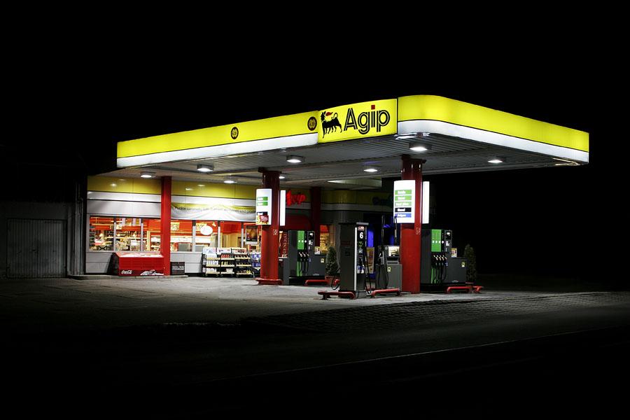 vanessa_leissring_petrol_stations_0001_b