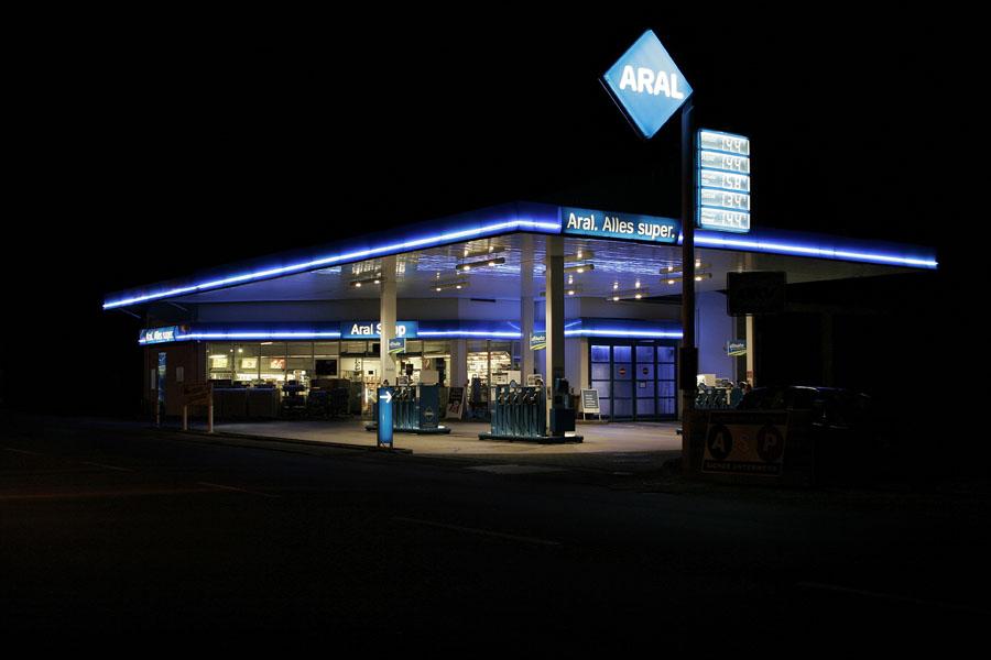 vanessa_leissring_petrol_stations_0002_b