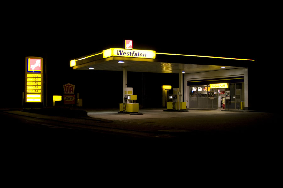 vanessa_leissring_petrol_stations_0003_b