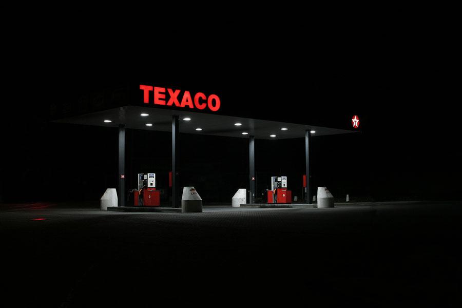 vanessa_leissring_petrol_stations_0004_b