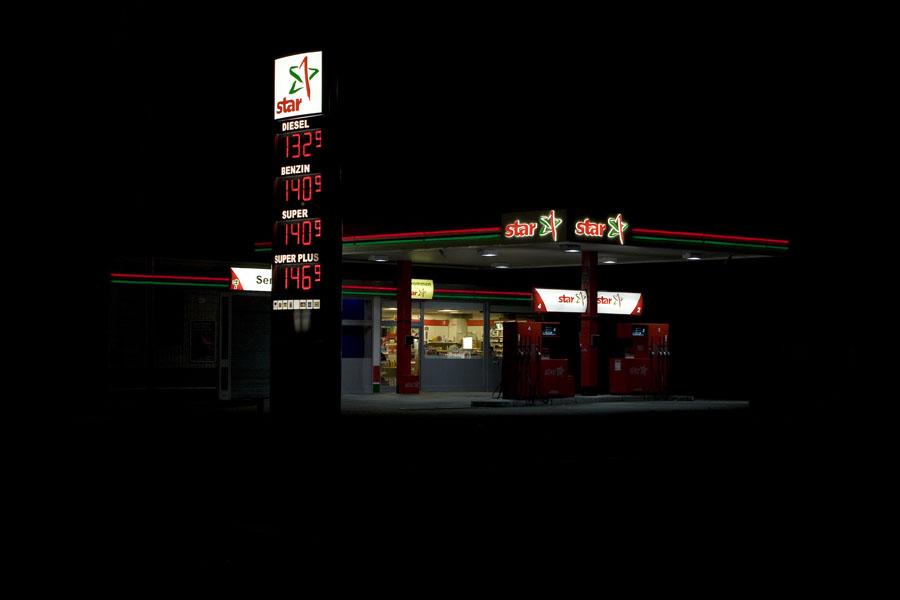 vanessa_leissring_petrol_stations_0007_b