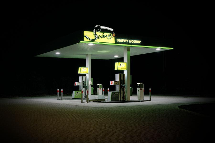 vanessa_leissring_petrol_stations_0008_b