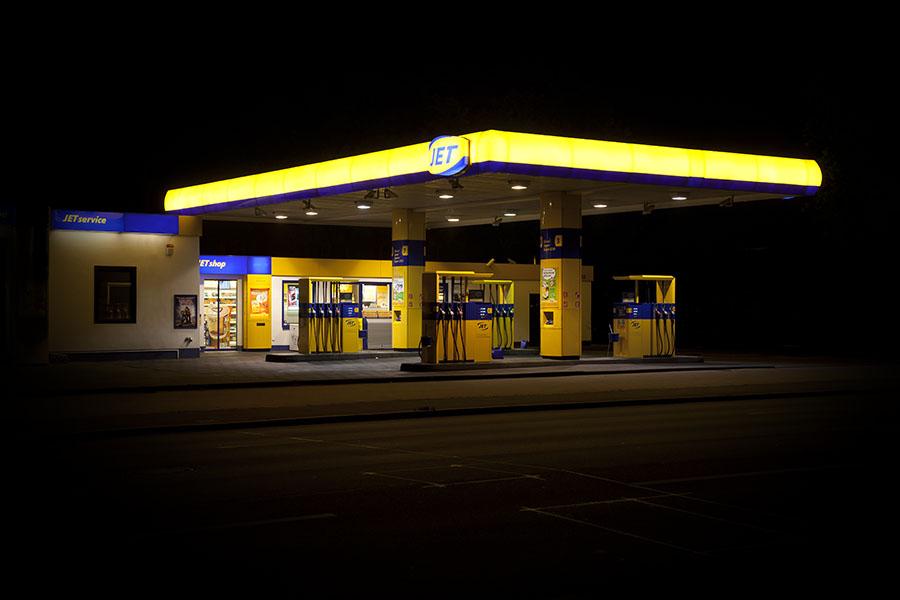 vanessa_leissring_petrol_stations_0014_b