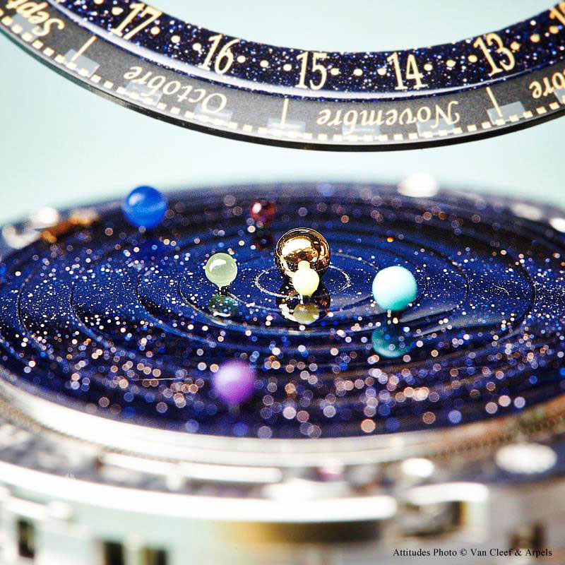 wristwatch-shows-solar-system-planets-orbiting-around-the-sun- alternopolis (5)