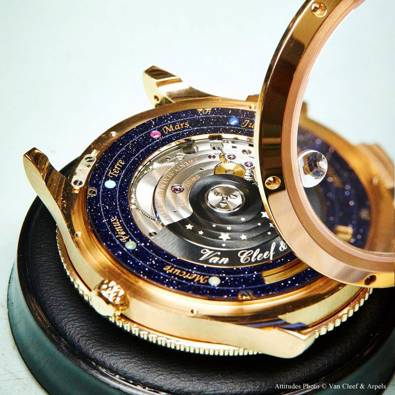 wristwatch-shows-solar-system-planets-orbiting-around-the-sun- alternopolis (6)