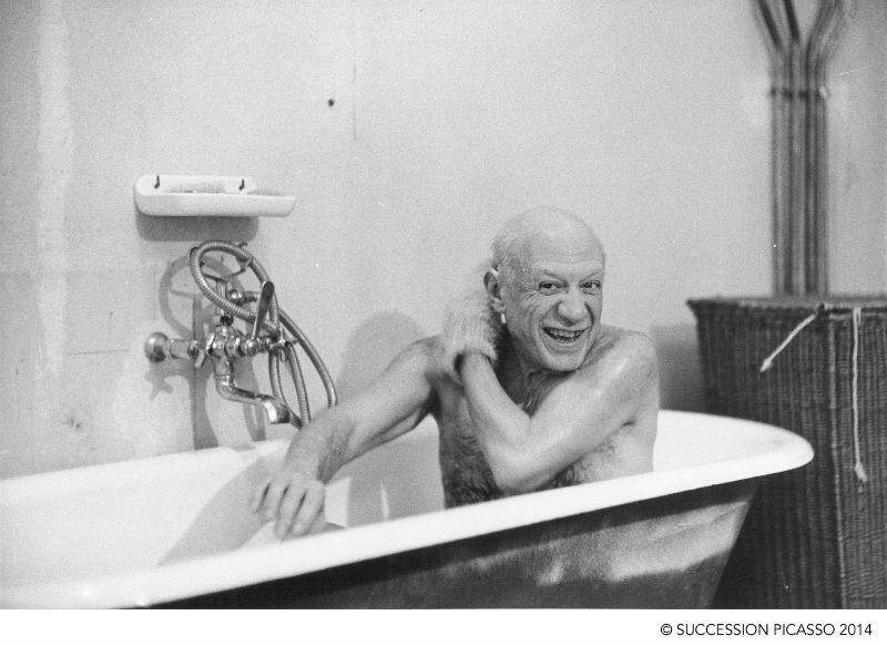 David Douglas Duncan Pablo Picasso en la tina el día de su primer encuentro con David Douglas Duncan 1956
