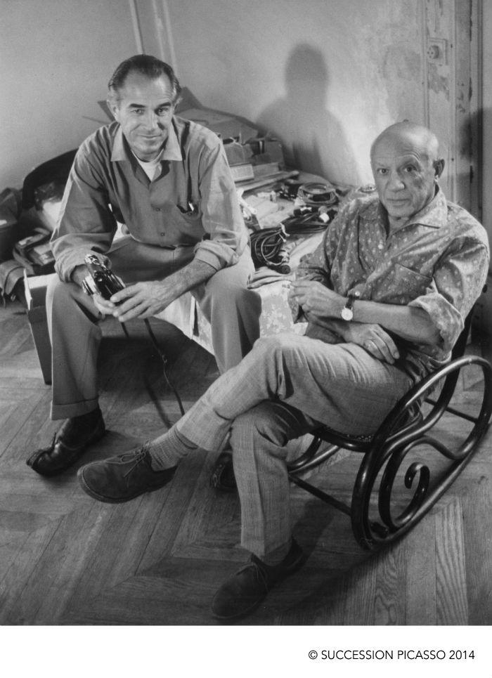Gjon Mili Pablo Picasso posando con Duncan en el tercer piso mientras éste fotografiaba Los Picasso de Picasso 1960