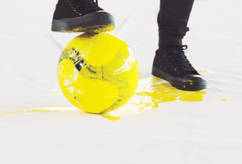 red-hong-yi-paints-ronaldo-neymar-messi-soccer-ball-alternopolis-04 (5)