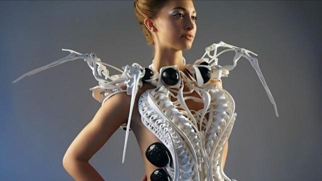 spider-dress-1-644x362