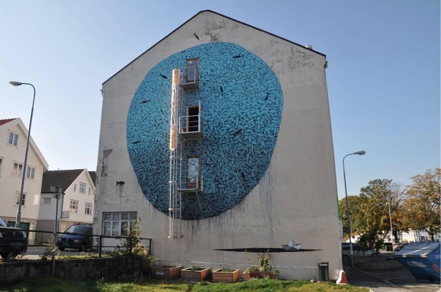 Amazing-Street-Art-by-Tellas-12-900x597