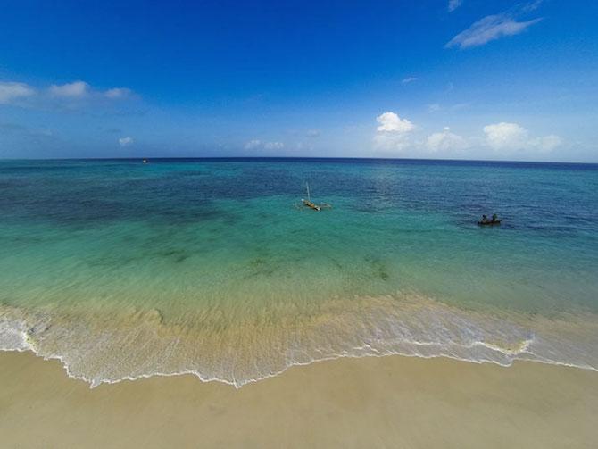 9-underwater-room-Manta-Resort-Pemba-Island-Tanzania-Architecture_
