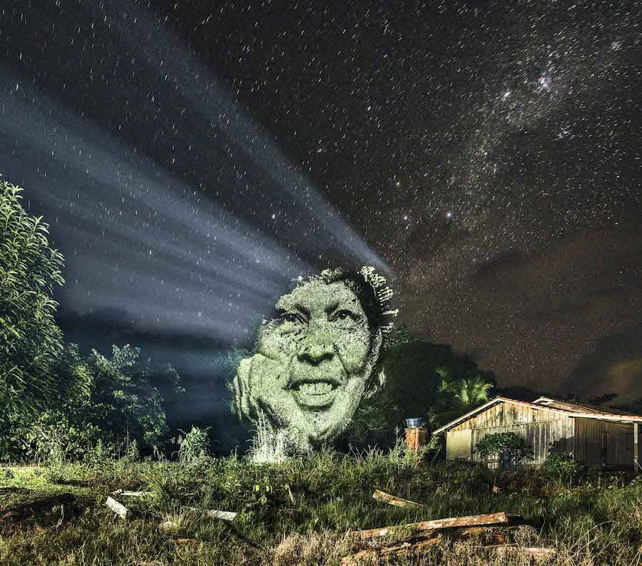 stunning-video-projections-of-indians-in-the-amazonian-forest-9-900x793