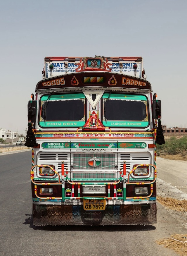 Indian-Technicolor-Trucks-Photography-11