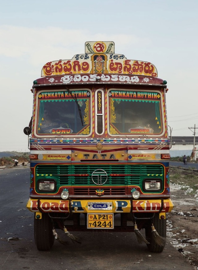 Indian-Technicolor-Trucks-Photography-14
