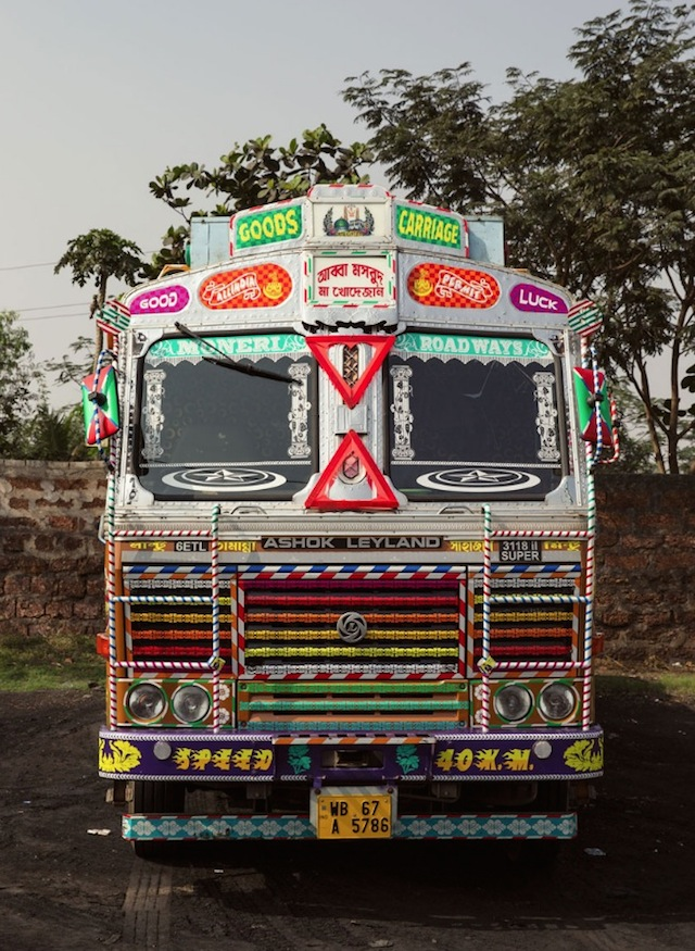 Indian-Technicolor-Trucks-Photography-22