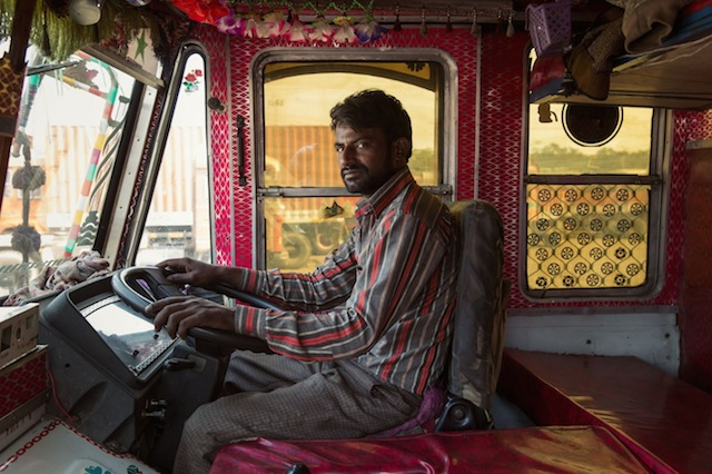 Indian-Technicolor-Trucks-Photography-23