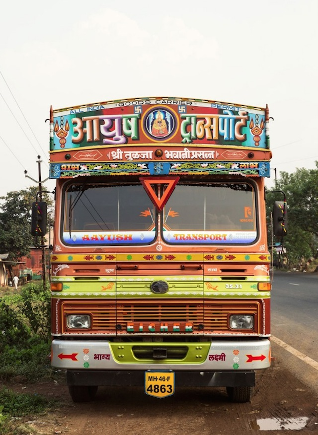 Indian-Technicolor-Trucks-Photography-25