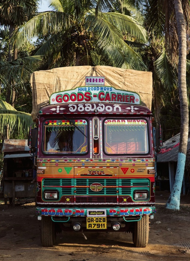 Indian-Technicolor-Trucks-Photography-26