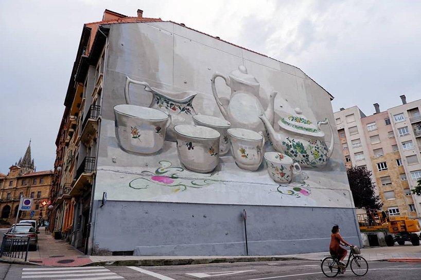 Vida cotidiana plasmada en murales por Manolo Mesa